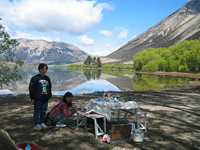 Tranz Alpine picnic lunch at Lake Pearson